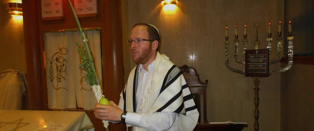 Shaking the lulav on Sukkot